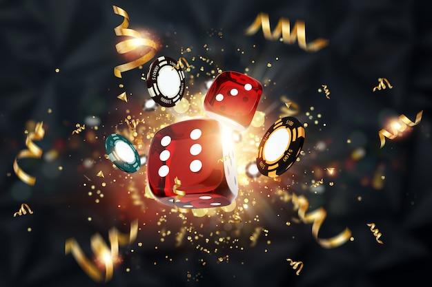 Fundo criativo, dados de jogos, cartas, fichas de casino em um fundo escuro