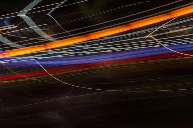 Fundo da linha de luz abstrata. fugas de luz em fundo escuro.