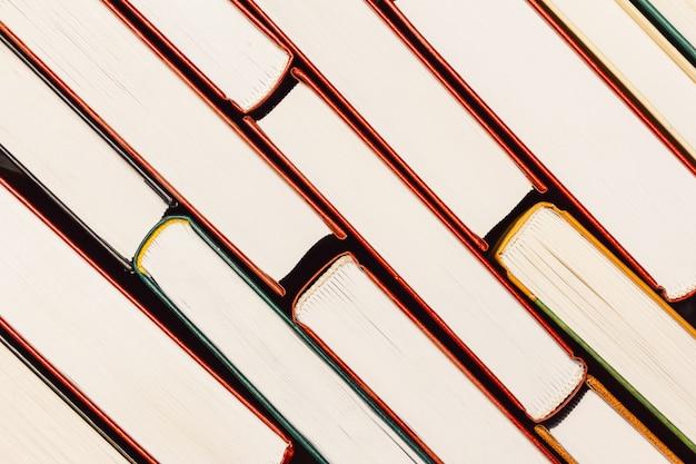 Fundo da pilha de livros a vista do topo na borda das páginas