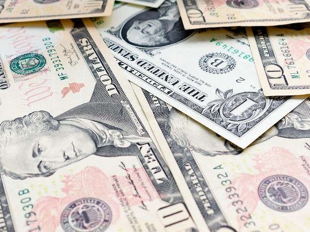 Fundo das cédulas dispersadas do dólar como sem emenda abstrato.