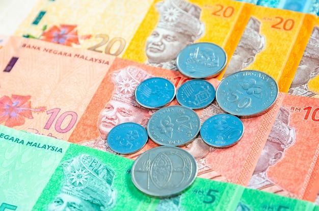 Fundo das cédulas e das moedas do ringgit malaio. conceito financeiro.