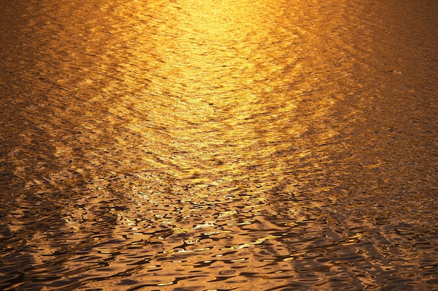 Fundo de águas superficiais no tempo do sol