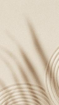 Fundo de areia para meditação no jardim zen para relaxamento desenho de linhas na areia e sombras de folha de palmeira