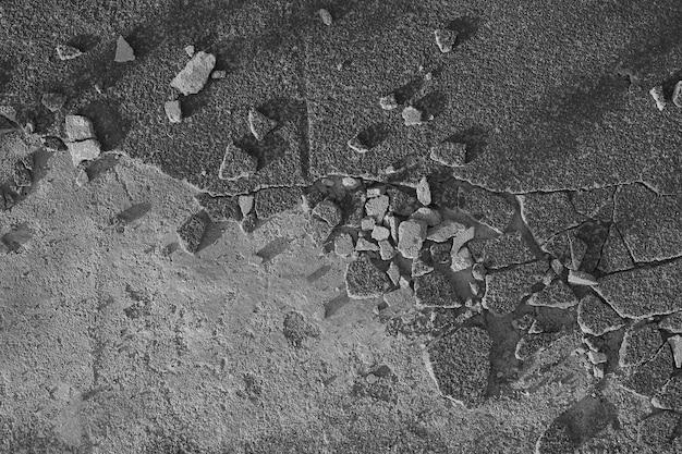 Fundo de asfalto quebrado em fundo preto e branco para seu logotipo e espaço de cópia