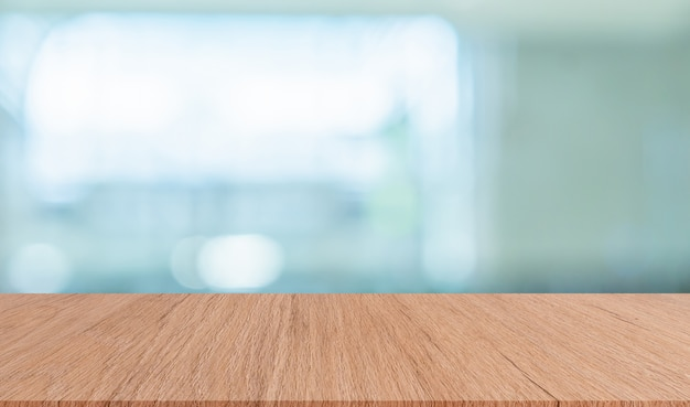 Fundo de banheiro interior moderna turva com mesa de madeira marrom para mostrar, anúncios, design