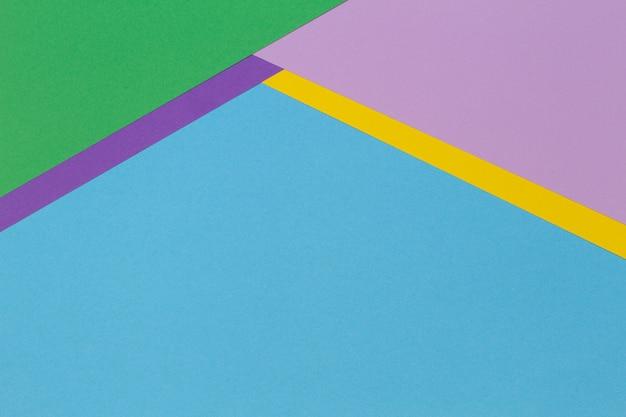 Fundo de banner de papel geométrico abstrato com fundo de textura de papel de cor azul claro, amarelo, rosa e roxo na moda