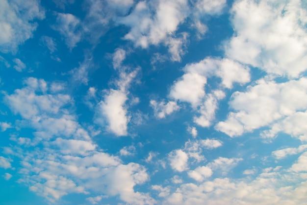 Fundo de bela paisagem de nuvens