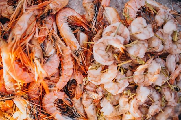 Fundo de camarões tigre congelados