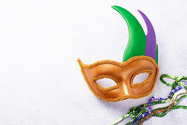Fundo de carnaval com máscara de carnaval