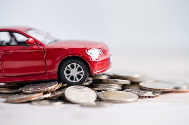 Fundo de carro com moedas empréstimo de carro finanças economizando dinheiro, seguro e tempo de leasing