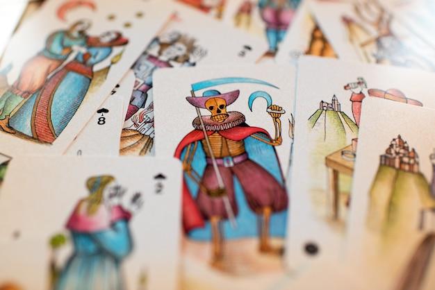 Fundo de cartas de tarô espalhadas