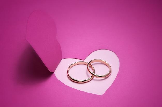 Fundo de casamento para desenho com anéis de ouro