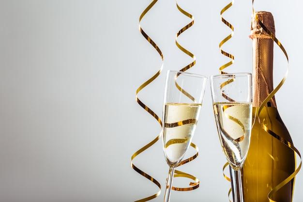 Fundo de celebração de véspera de ano novo com champanhe