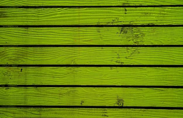 Fundo de cerca de madeira velha com padrão horizontal de cor verde limão