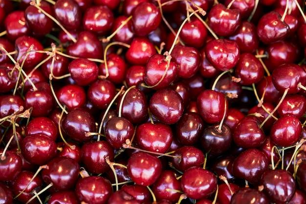 Fundo de cerejas vermelhas frescas. bagas de cereja de textura