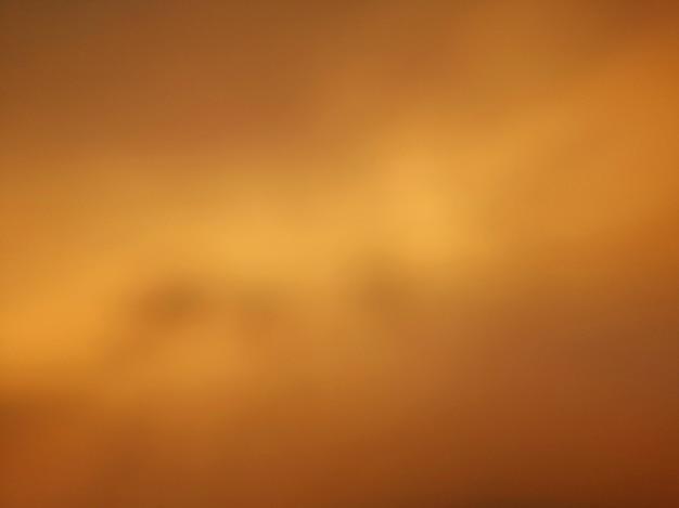 Fundo de céu turva abstrata de tom dourado amarelo