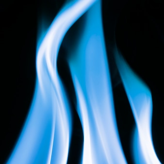 Fundo de chama azul, imagem escura realista de fogo