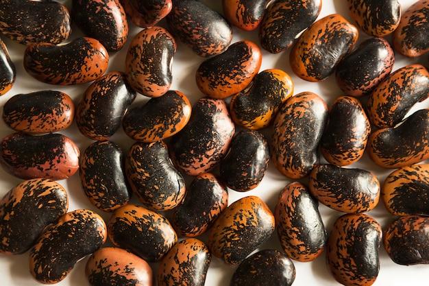 Fundo de close-up de feijão manchado de vermelho e preto
