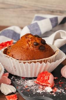 Fundo de closeup cupcakes saborosos com espaço de cópia. doces de festa de aniversário
