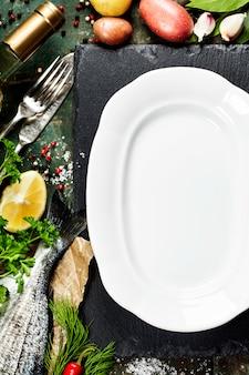 Fundo de comida com peixe e vinho Foto Premium