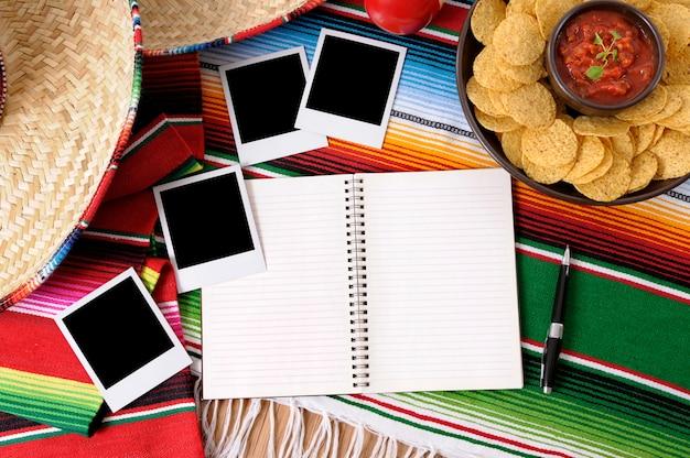 Fundo de comida mexicana com álbum de fotos
