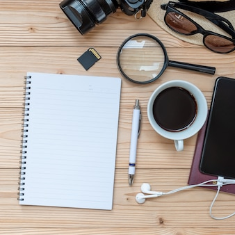 Fundo de conceito de planejamento de viagens. acessórios do viajante