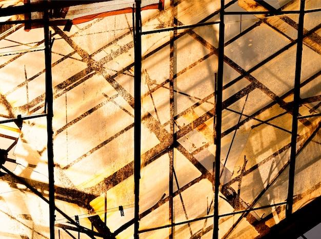 Fundo de construção industrial bagunçado do pôr do sol