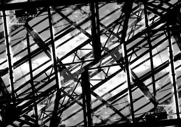 Fundo de construção industrial maligno em preto e branco