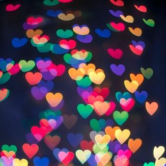 Fundo de corações multi-coloridas brilhantes.