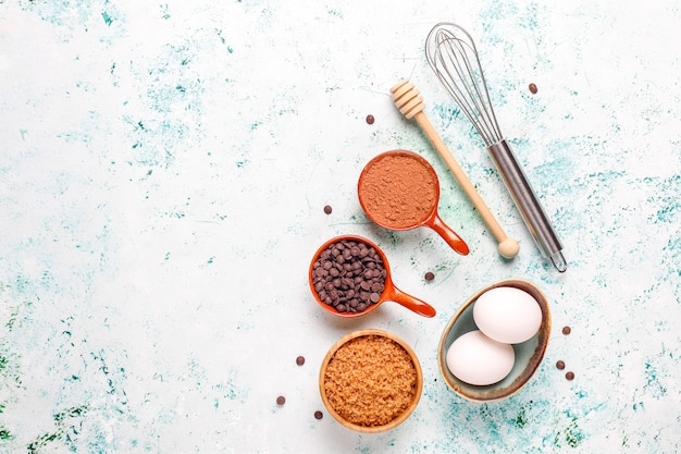 Fundo de cozimento de cupcake com utensílios de cozinha.