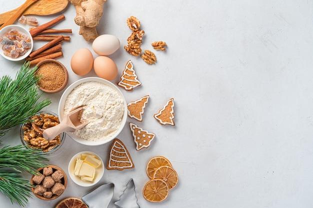 Fundo de cozinha de natal com ingredientes de panificação e biscoito de gengibre
