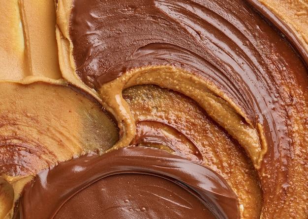 Fundo de creme de avelã com chocolate derretido e manteiga de amendoim, vista de cima