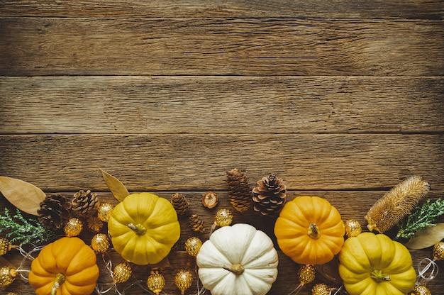 Fundo de dia de ação de graças outono com frutas e folhas caídas