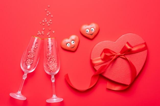 Fundo de dia dos namorados com corações vermelhos e rosa como balões isolados no fundo branco, vista superior