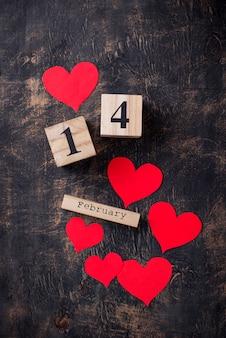 Fundo de dia dos namorados com corações vermelhos