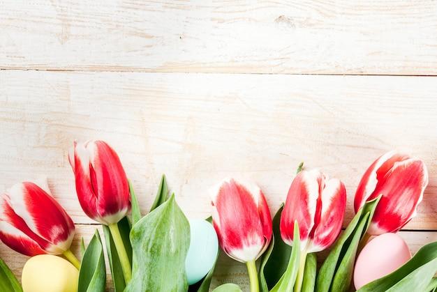 Fundo de dia dos namorados para parabéns, cartões de felicitações. flores de tulipas primavera fresca