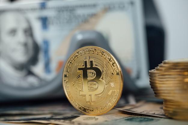 Fundo de dinheiro. dólar dos eua com notas de euro e conceito de investimento de criptomoeda bitcoin.