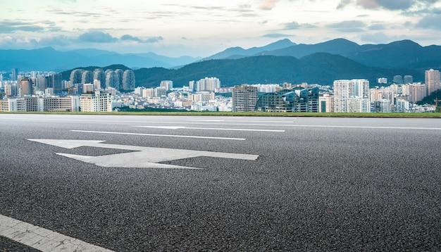 Fundo de edifícios de estradas e cidades