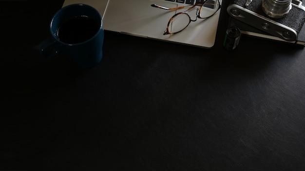 Fundo de espaço de trabalho com material de escritório e suprimentos de cópia