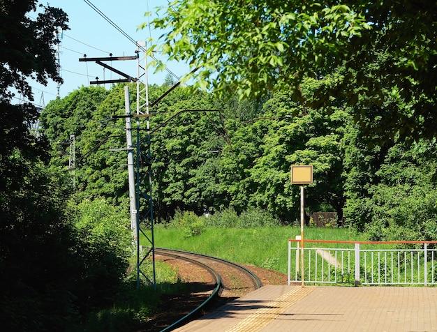 Fundo de estação de trem de campo vazio