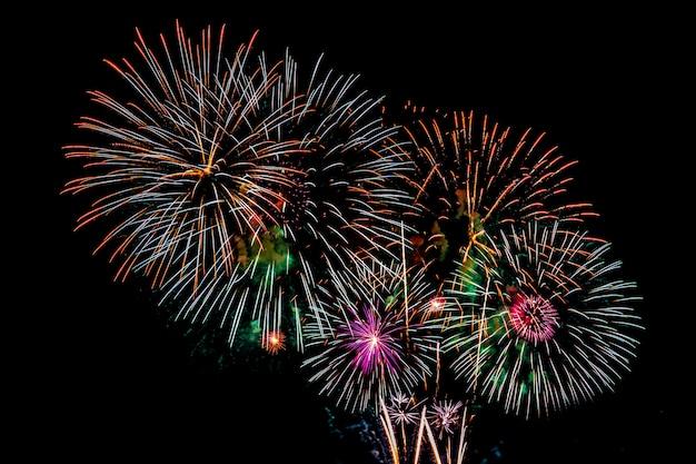 Fundo de exibição de fogo de artifício para aniversário de comemoração