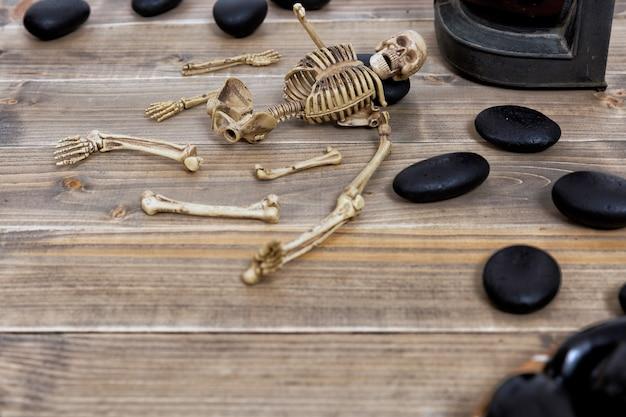 Fundo de feriado de halloween com crânio e esqueleto