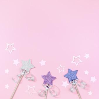 Fundo de férias com estrelas brilhantes e decoração festiva de papel conceito de festa de aniversário de menina