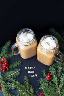 Fundo de férias de natal com chocolate quente marshmellou.