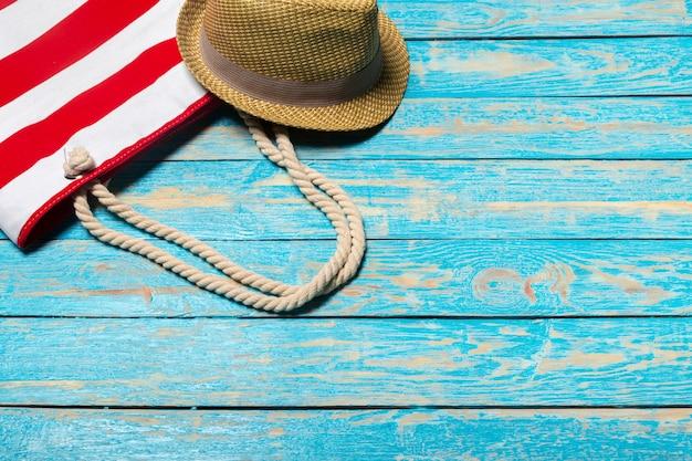 Fundo de férias de verão com artigos de praia
