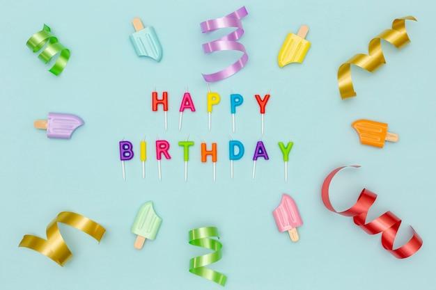 Fundo de festa de aniversário com decorações coloridas
