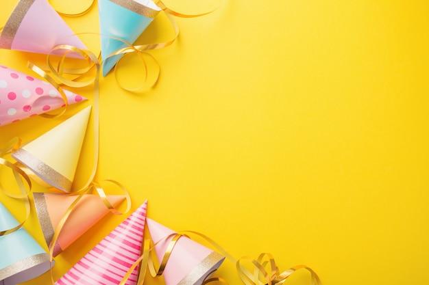 Fundo de festa de aniversário em amarelo