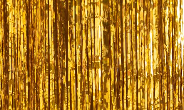 Fundo de festa. decoração de folha de ouro, enfeites e doces.