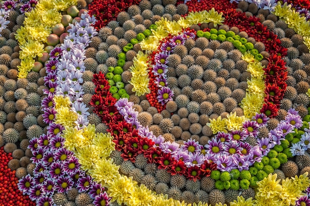 Fundo de flores. arranjo de flores de rosas, flores, cravos e hortênsias. canteiro de flores, vista superior, copie o espaço, close-up. gretting cartão, cartão postal.