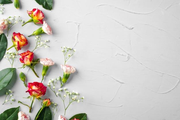 Fundo de flores frescas, com espaço de cópia